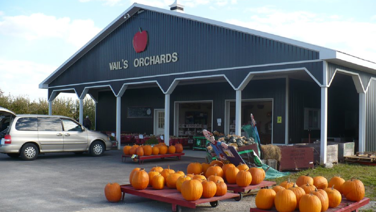 Vail's Orchards logo